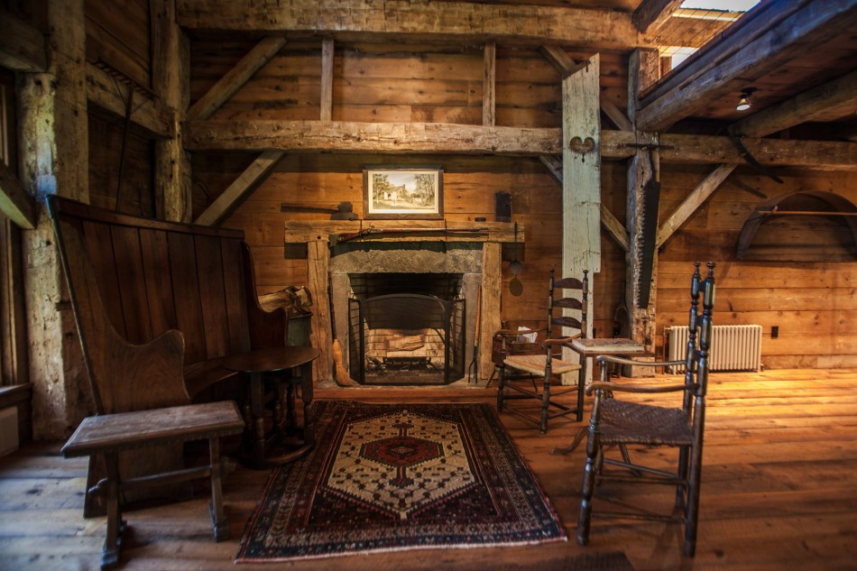 renovated barn house built in 1820s (5)