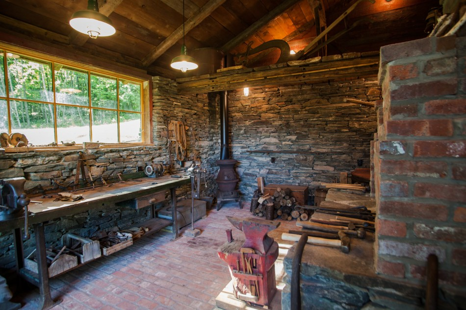 renovated barn house built in 1820s (9)