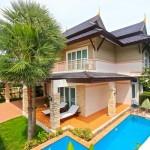 บ้านทรงไทยประยุกต์ ตกแต่งภายนอกด้วยอิฐและไม้ ผสมกันได้ลงตัวสุดๆ
