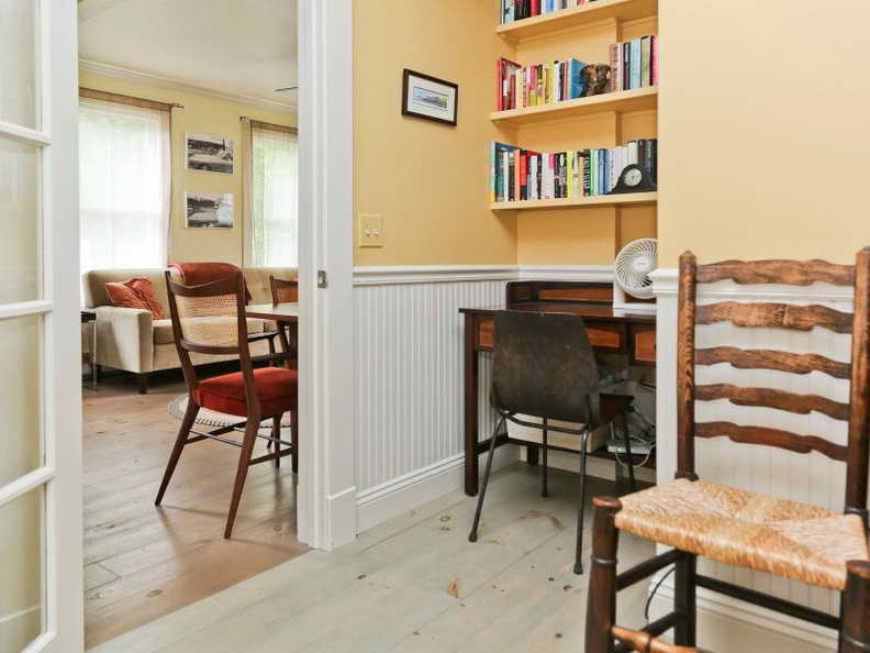 1000-sq-ft-2-storied-yellow-cozy-cottage (6)