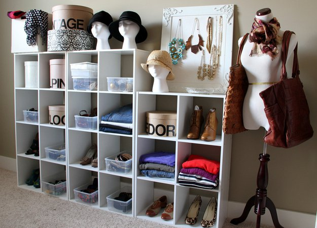 22 life changing storage ideas for small rooms (19)