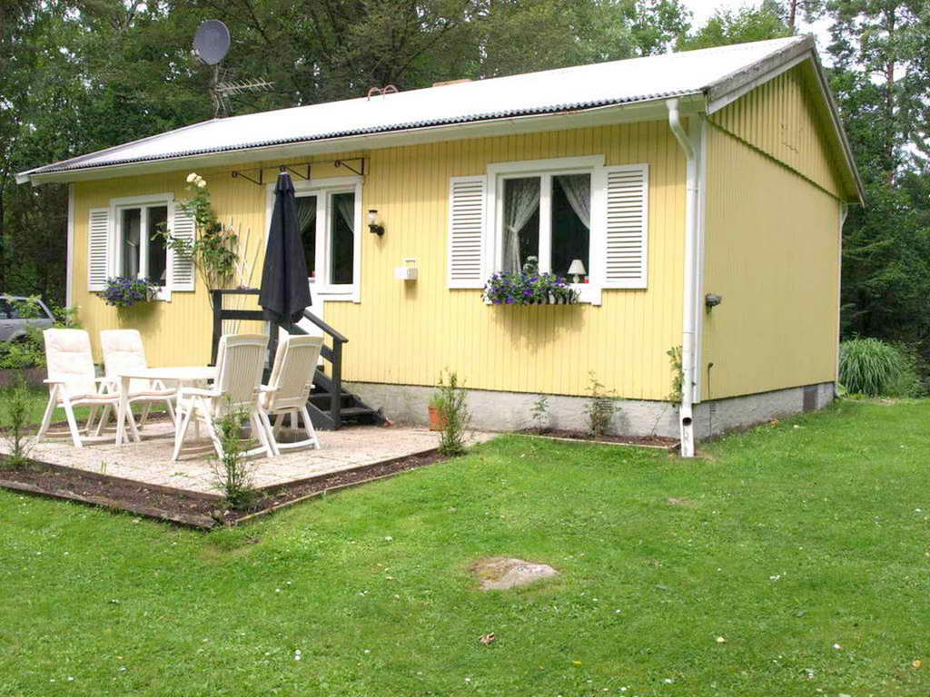 cozy yellow traditional cottage  (1)