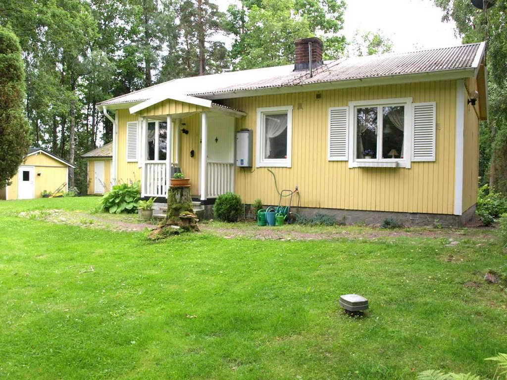 cozy yellow traditional cottage  (4)