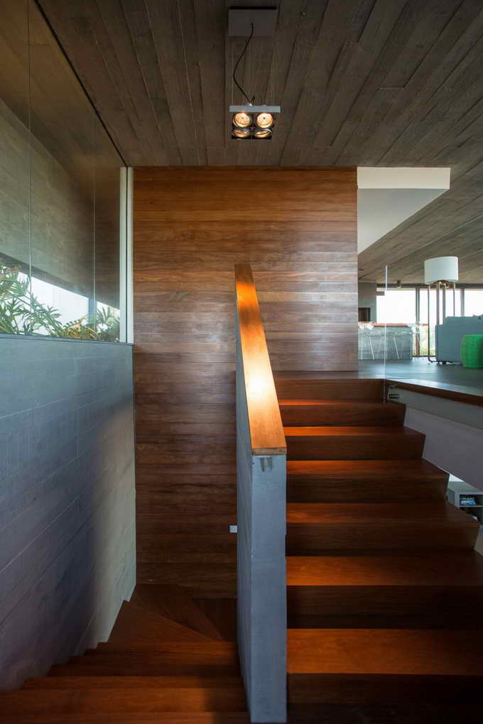 modernized plain concrete and wooden house (14)
