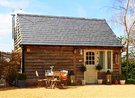small-wooden-cottage-1