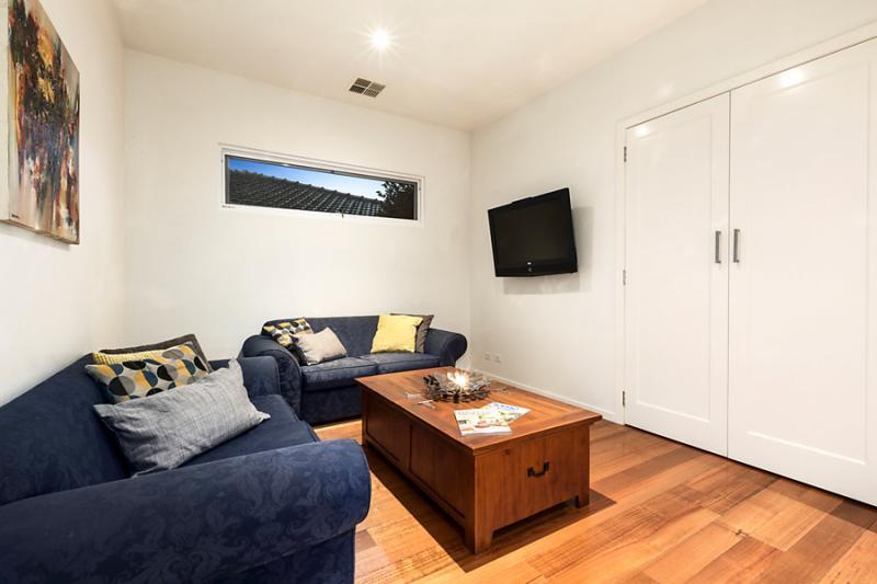 1 floor 4 bedroom contemporary hybrid house (8)