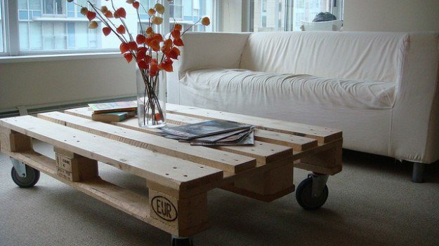 17-handmade-coffee-tables-from-pallets (5)