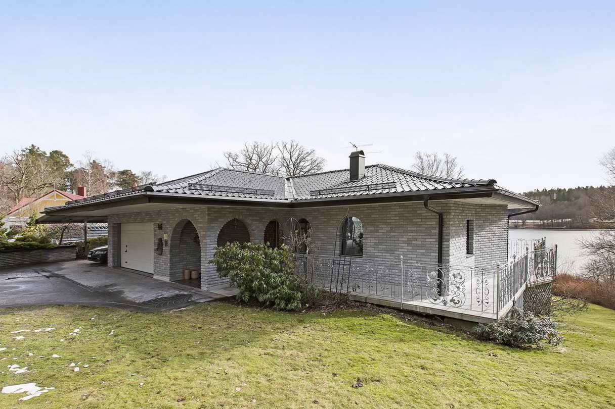 2-stories-elegant-gray-house (2)