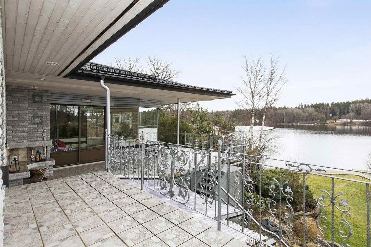 2-stories-elegant-gray-house (23)