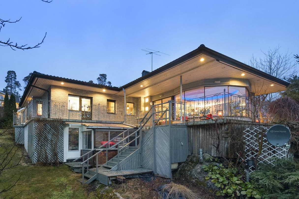 2-stories-elegant-gray-house (26)
