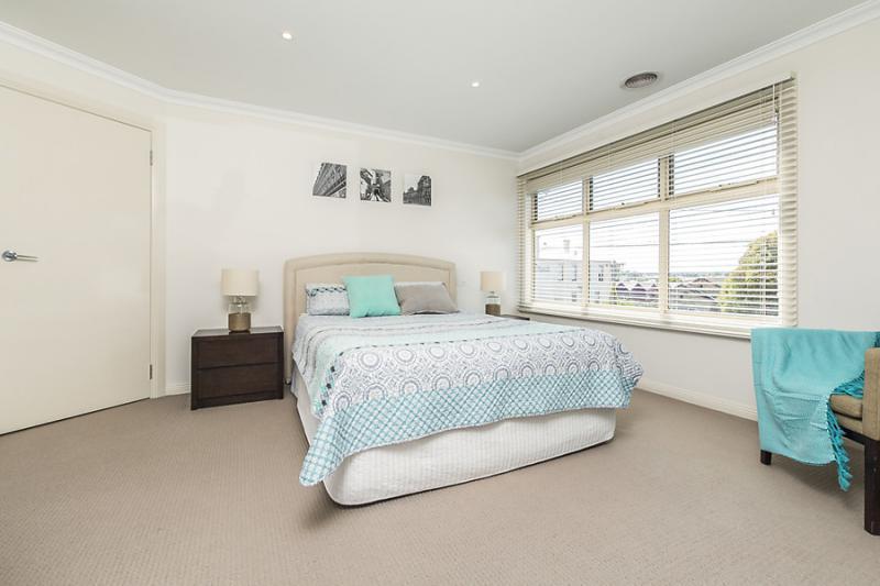 3 bedroom 2 bathroom simply contemporary house (10)