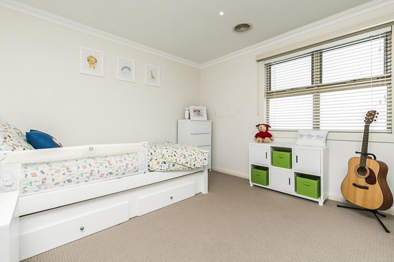 3 bedroom 2 bathroom simply contemporary house (14)