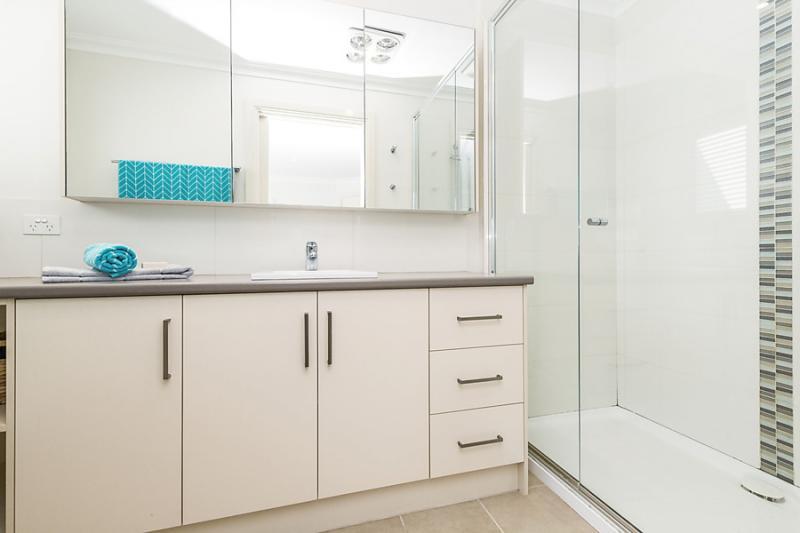 3 bedroom 2 bathroom simply contemporary house (5)