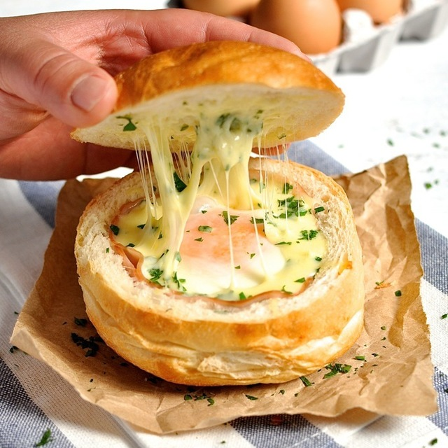 cheesy eggs with ham stuffed in bread recipe (1)