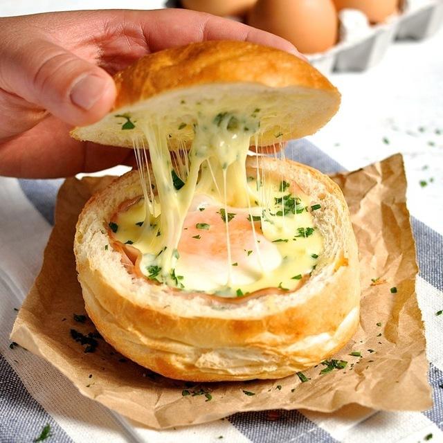 cheesy eggs with ham stuffed in bread recipe (1)
