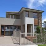 ออกแบบบ้านโมเดิร์นทรงสูง เน้นประหยัดพื้นที่ พร้อมด้วยดีไซน์ที่ดูไม่น่าเบื่อ