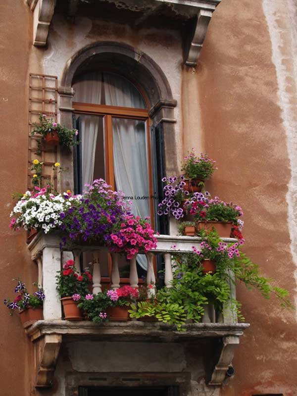 24-ideas-for-charming-exterior-flower-decoration (18)