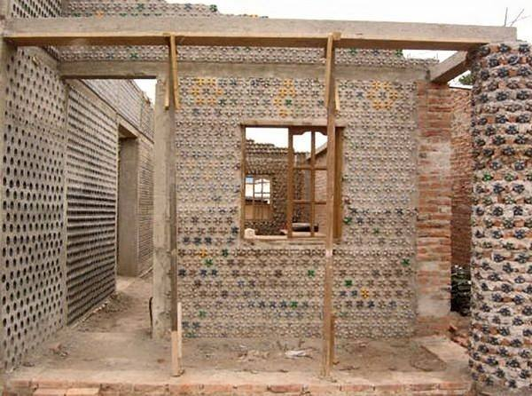 amazing house builded from over 8000 plastic bottles (10)