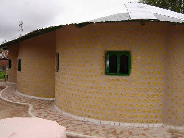amazing house builded from over 8000 plastic bottles (12)