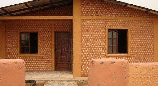 amazing house builded from over 8000 plastic bottles (13)
