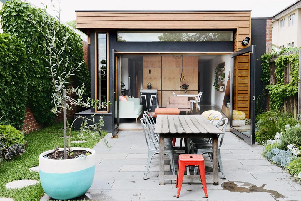 modern one floor narrow facade house (1)