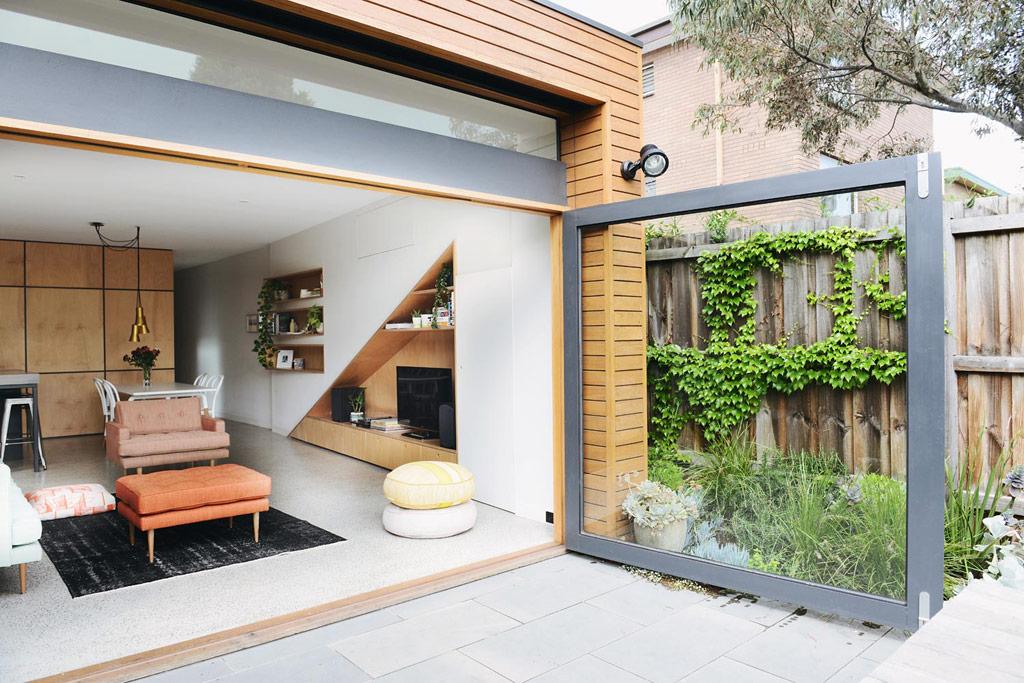 modern one floor narrow facade house (10)