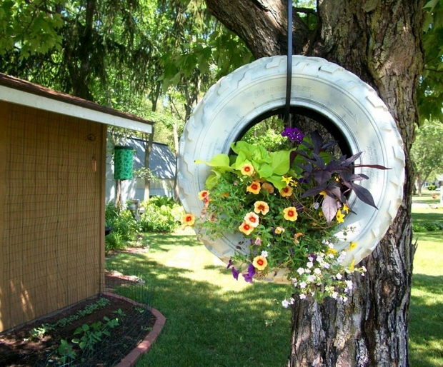17-ideas-to-recycle-old-trash-into-garden-decorations (10)