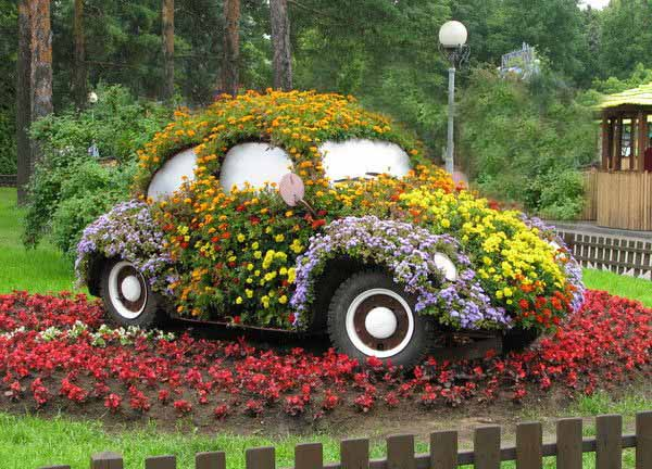 17-ideas-to-recycle-old-trash-into-garden-decorations (11)