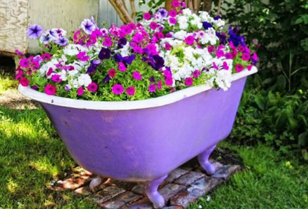 17-ideas-to-recycle-old-trash-into-garden-decorations (12)