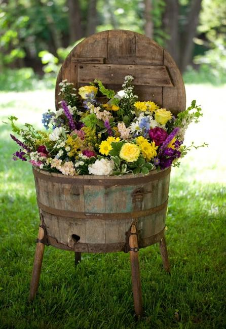 17-ideas-to-recycle-old-trash-into-garden-decorations (3)