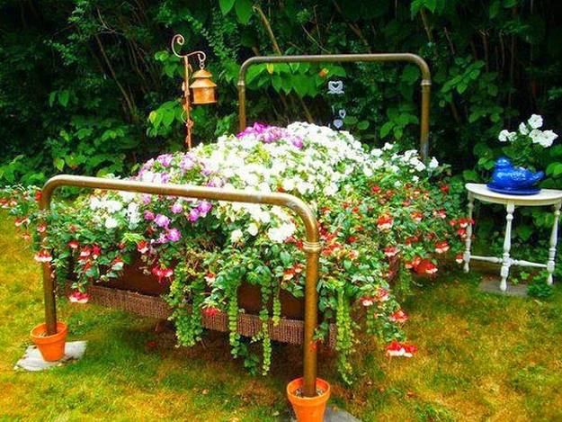 17-ideas-to-recycle-old-trash-into-garden-decorations (6)