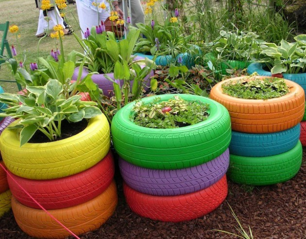 17-ideas-to-recycle-old-trash-into-garden-decorations (8)