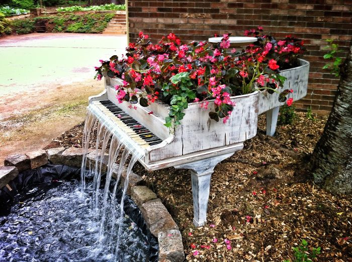 24 ideas to recycle old furniture into garden decorations (1)