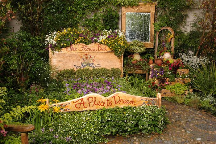 24 ideas to recycle old furniture into garden decorations (10)