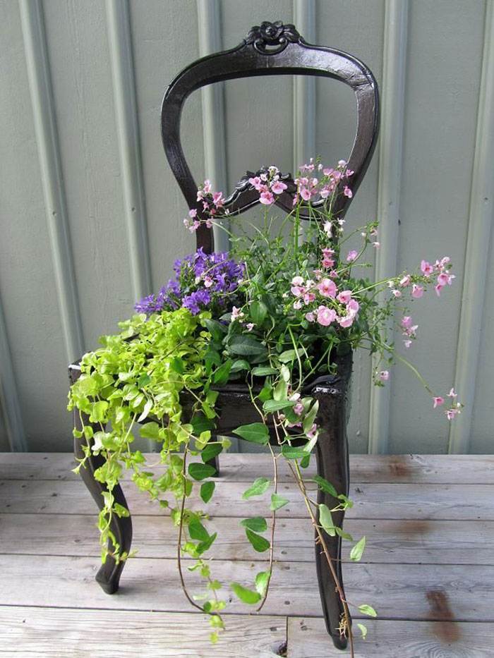 24 ideas to recycle old furniture into garden decorations (15)