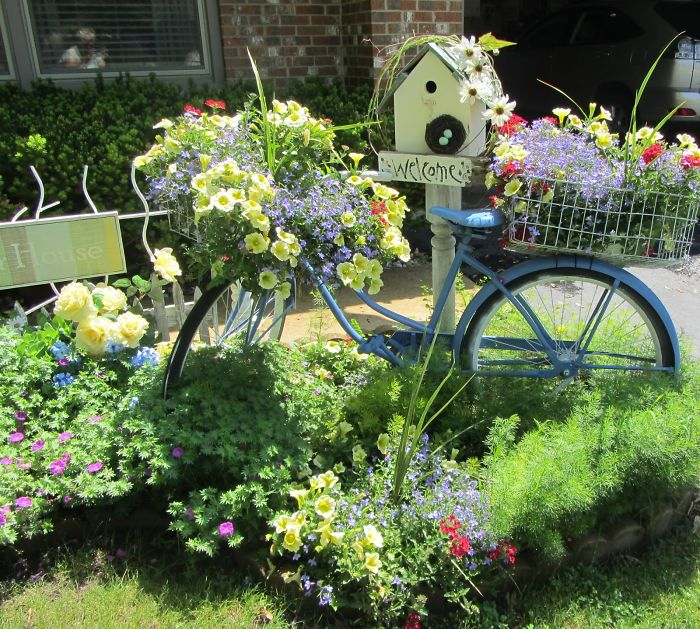 24 ideas to recycle old furniture into garden decorations (16)
