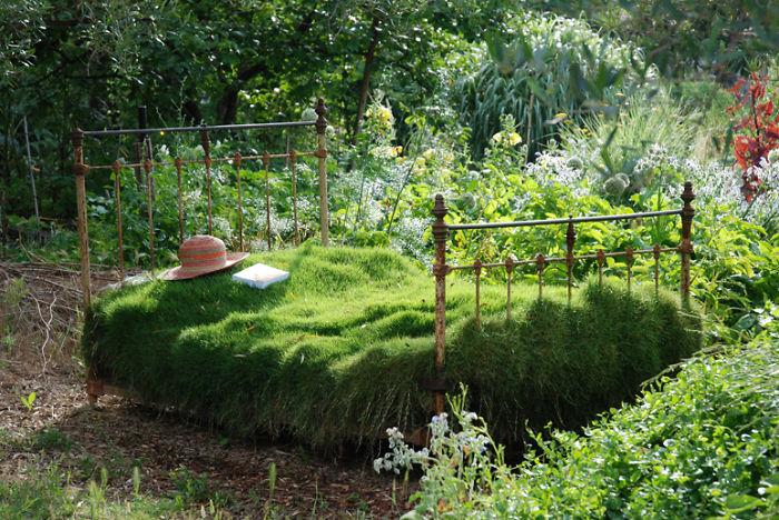 24 ideas to recycle old furniture into garden decorations (2)
