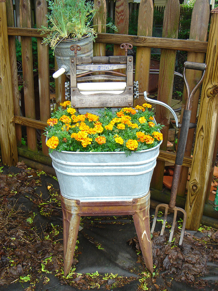 24 ideas to recycle old furniture into garden decorations (20)