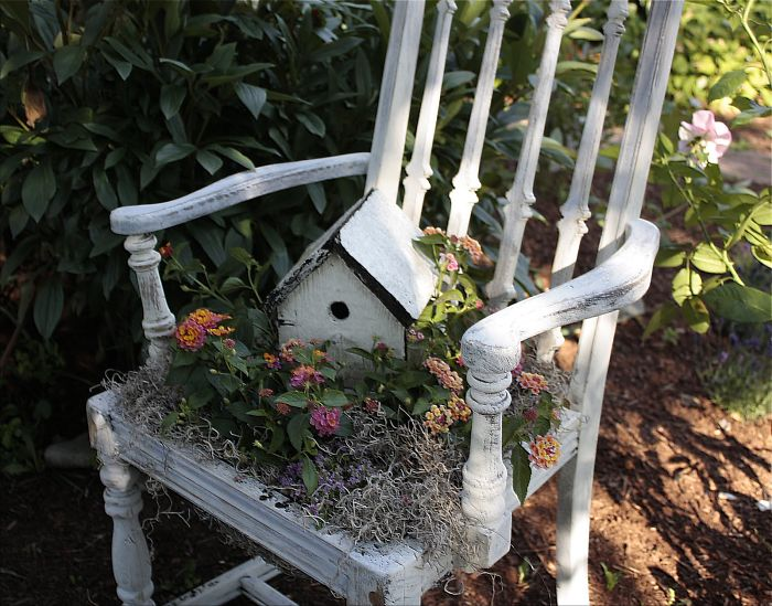 24 ideas to recycle old furniture into garden decorations (23)