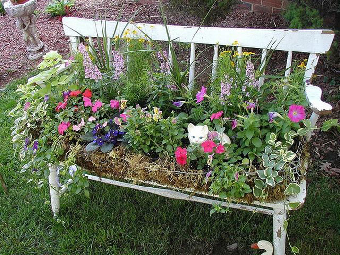 24 ideas to recycle old furniture into garden decorations (24)