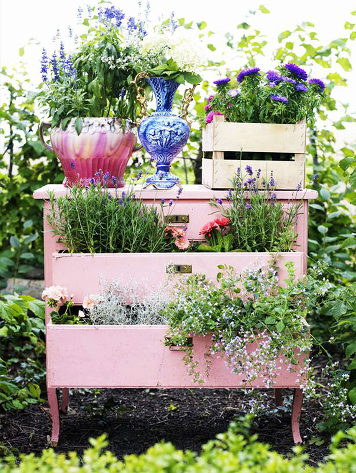 24 ideas to recycle old furniture into garden decorations (3)