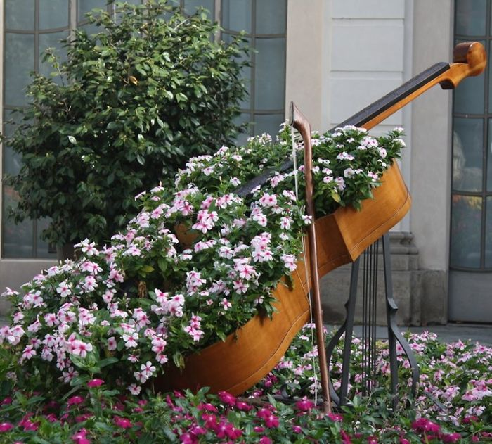 24 ideas to recycle old furniture into garden decorations (4)