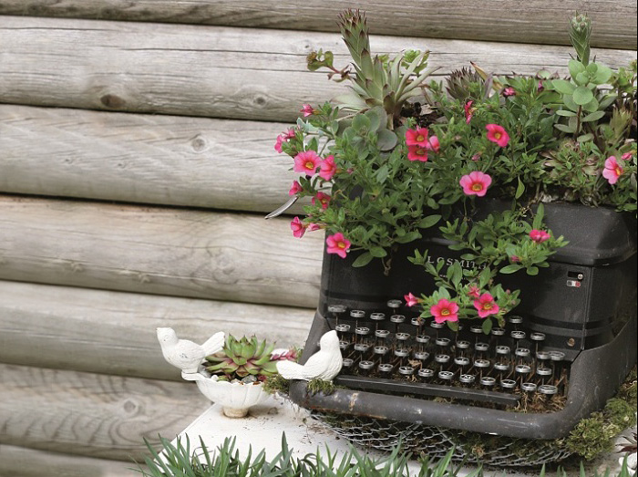 24 ideas to recycle old furniture into garden decorations (7)