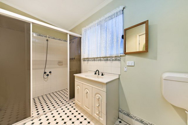 3 bed 1 bath single house with beautiful garden (6)_resize