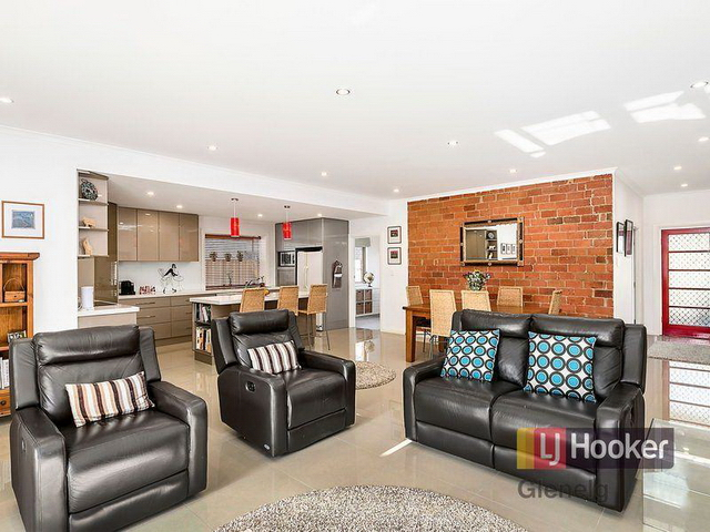 3 bedroom retro brick house (4)