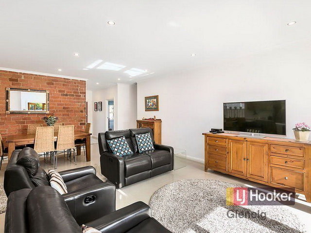3 bedroom retro brick house (8)