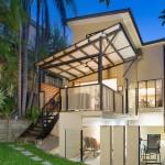 แบบบ้านสามชั้นทรงสูง ออกแบบหน้าแคบ เน้นความปลอดโปร่งภายใต้ดีไซน์หรูหรา