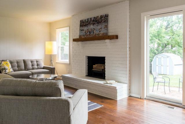 34 brick wall living room interior designs (12)
