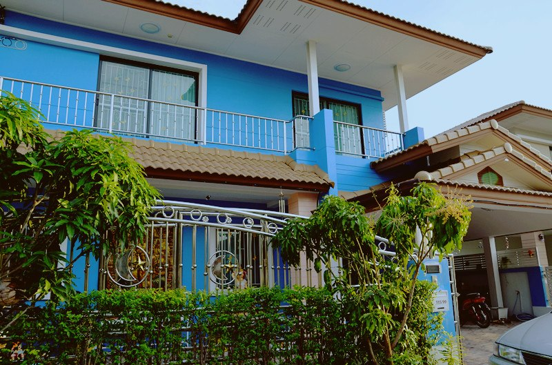 blue two storey single 9 bedroom house (1)