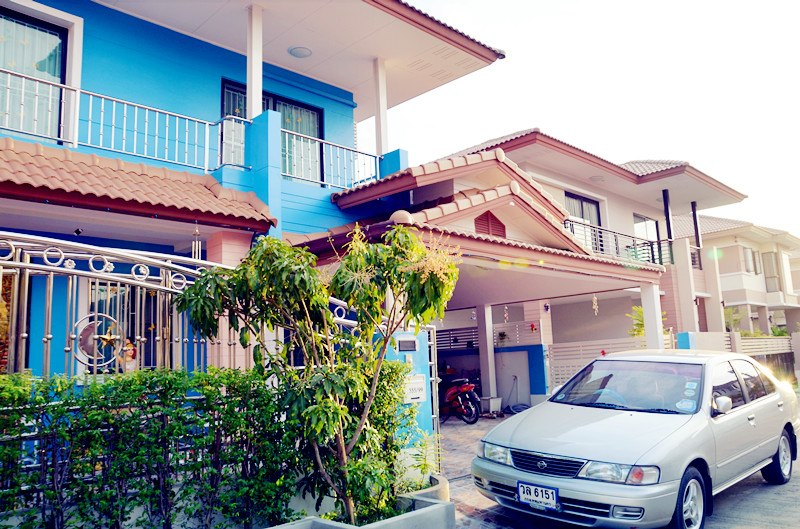 blue two storey single 9 bedroom house (6)